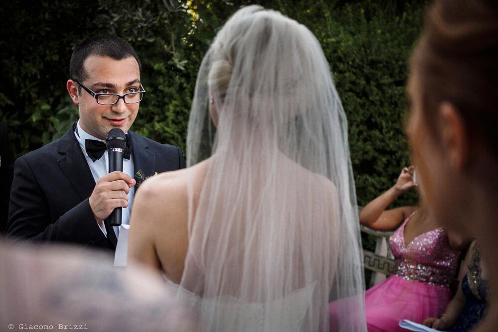 Gli sposi durante la cerimonia Matrimonio ad Alghero