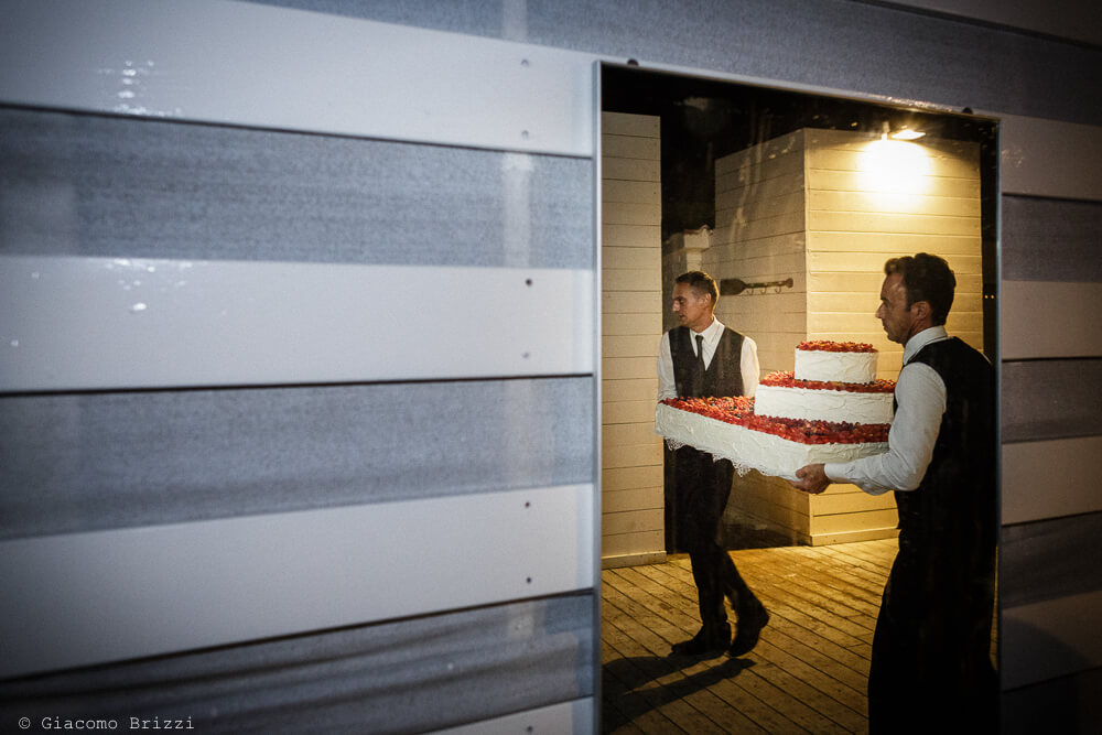 Arriva la torta nuziale Matrimonio a Sarzana