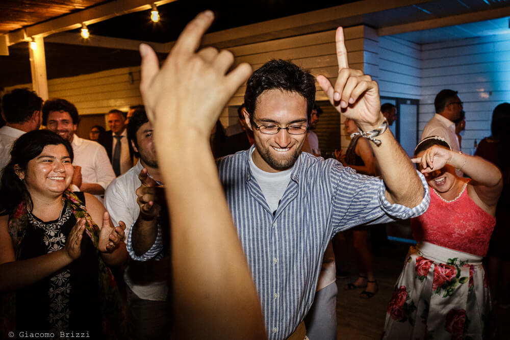 Gli ospiti ballano Matrimonio a Sarzana