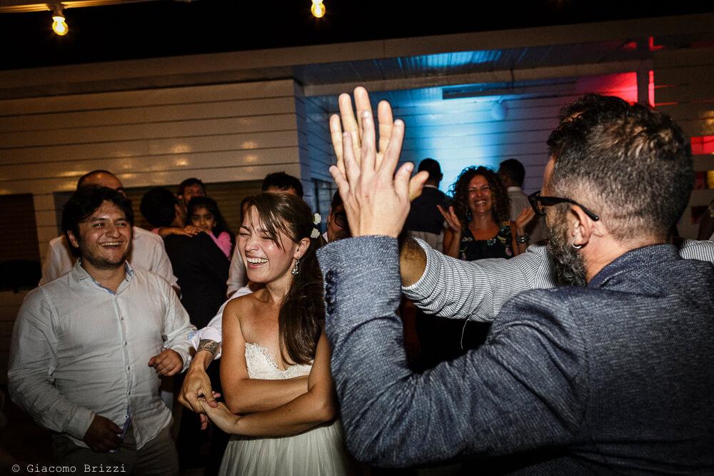 Altri ospiti ballano Matrimonio a Sarzana