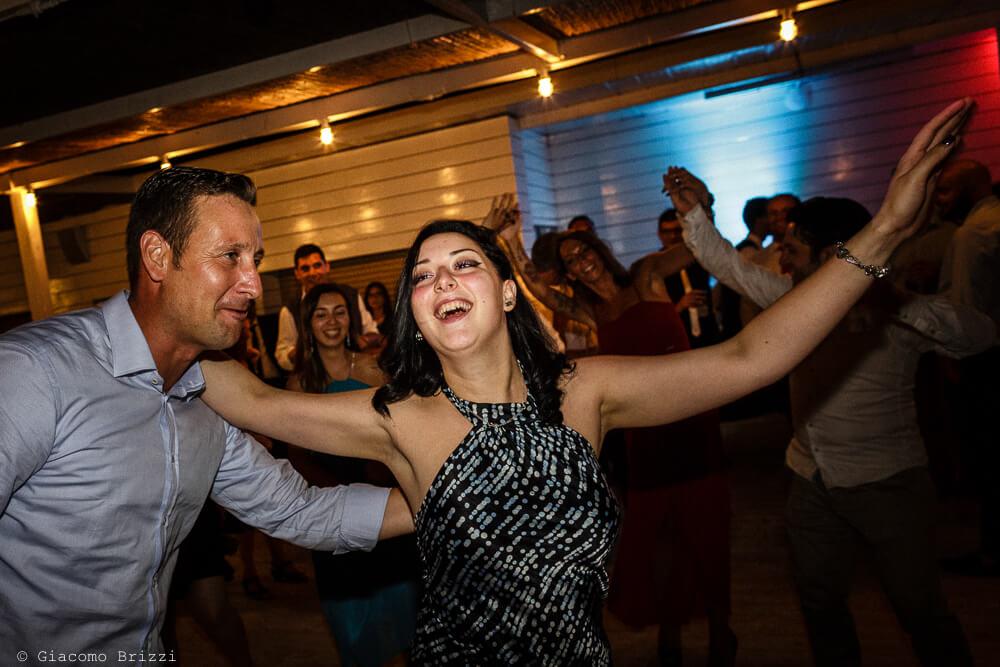 Gli invitati ballano Matrimonio a Sarzana