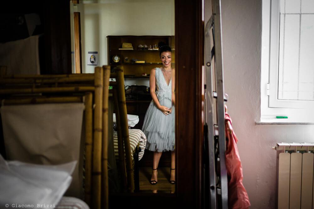 La sposa riflessa nello specchio al Matrimonio a Portovenere