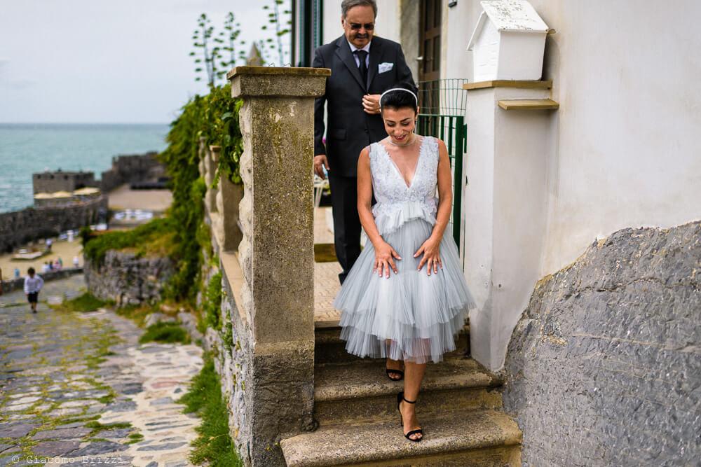 La sposa esce di casa al Matrimonio a Portovenere