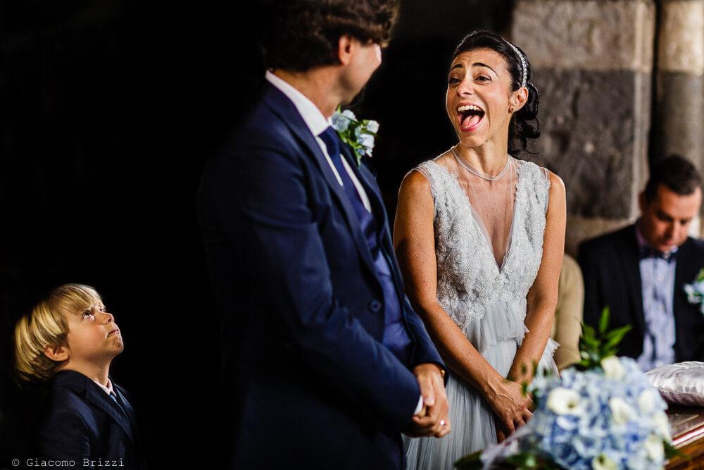Gli sposi durante la cerimonia al Matrimonio a Portovenere