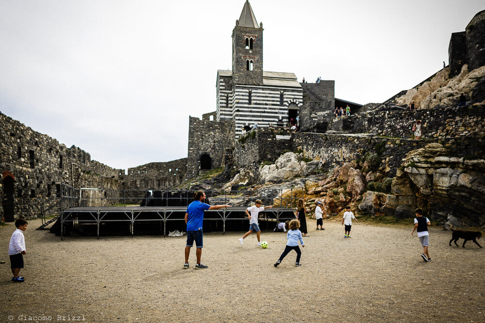 Bambini che giocano al Matrimonio a Portovenere