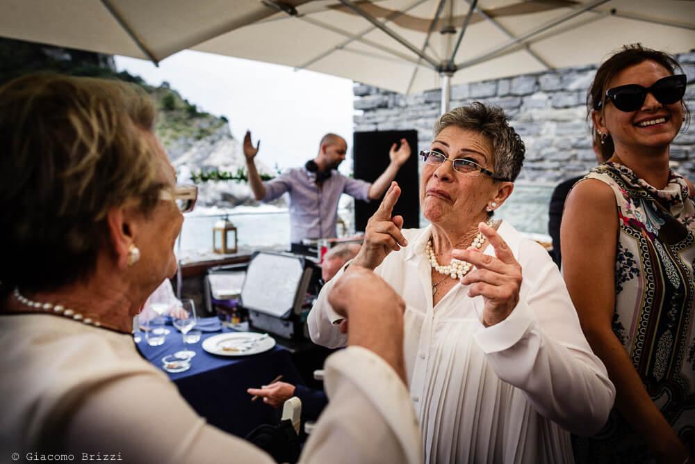 Dettaglio sugli invitati al ricevimento del Matrimonio a Portovenere