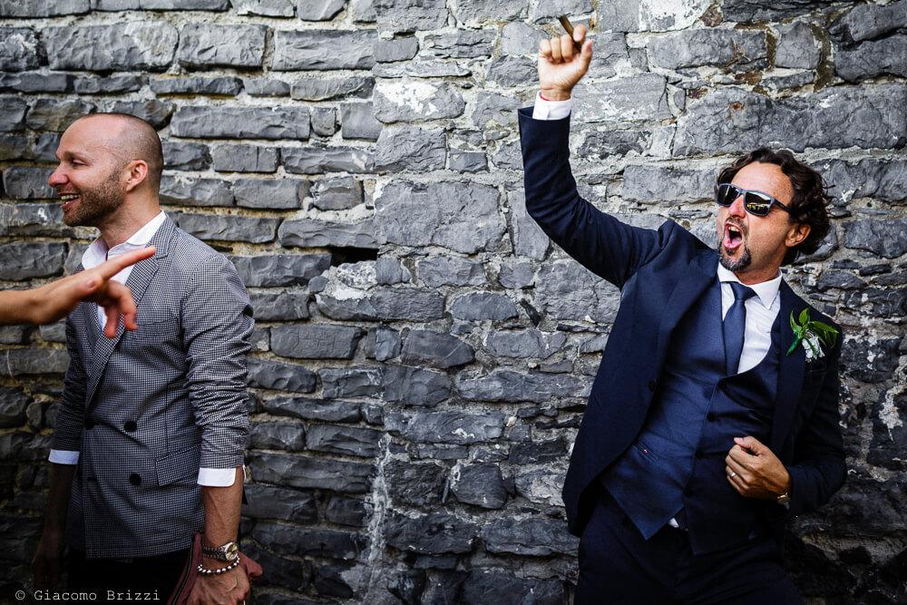 Dettaglio su un invitato durante il ricevimento del Matrimonio a Portovenere