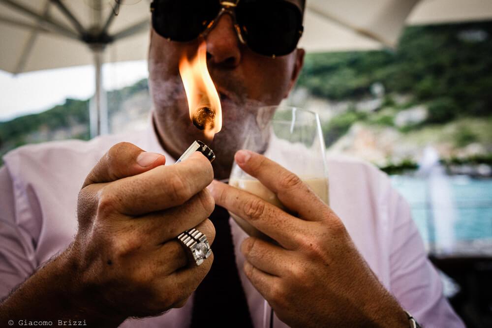 Dettaglio su un invitato del Matrimonio a Portovenere