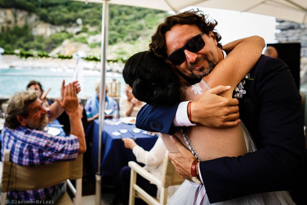 Abbracci al ricevimento del Matrimonio a Portovenere