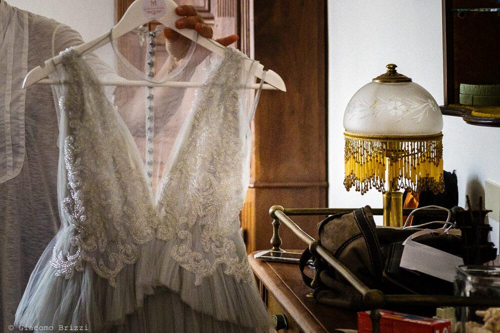 Dettaglio abito della sposa al Matrimonio a Portovenere