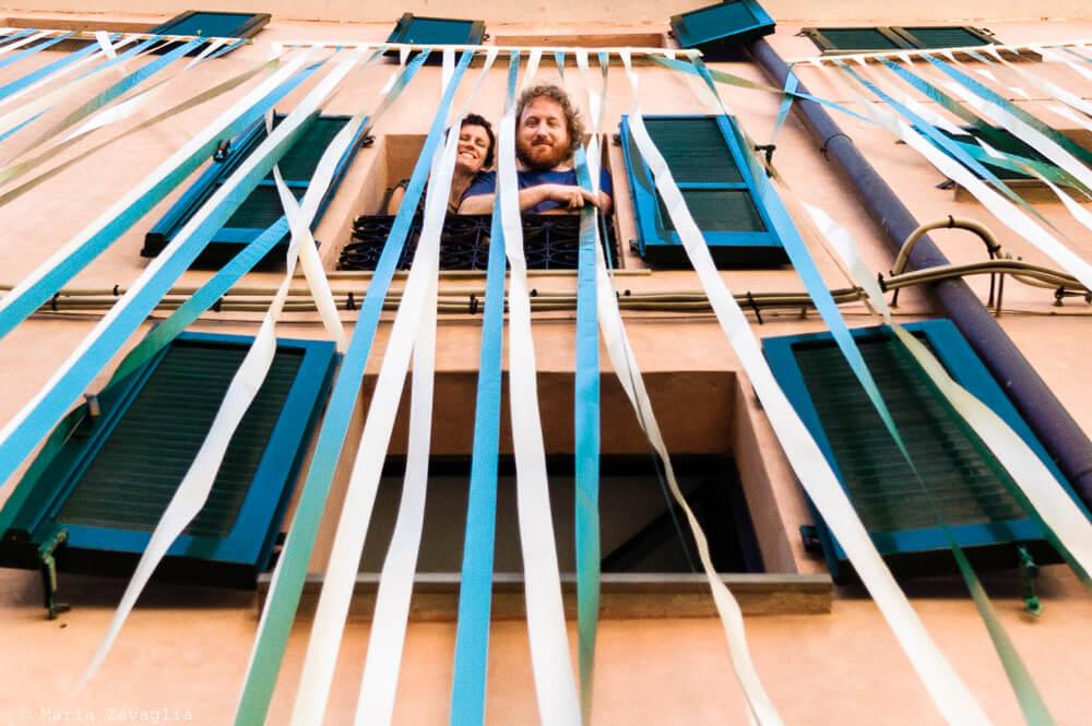 Gli sposi affacciati al balcone Matrimonio di Amelia