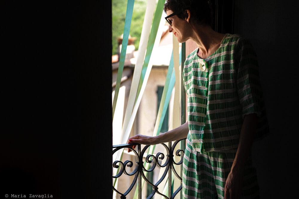 Dettaglio sposa al balcone al Matrimonio di Amelia
