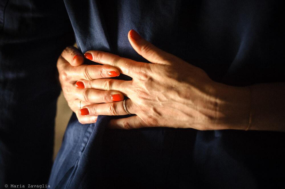 Dettaglio abbraccio al Matrimonio di Ameglia