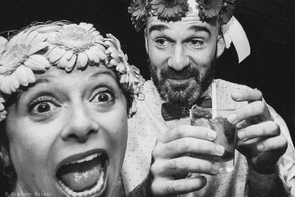 Un brindisi simpatico con la sposa, fotografo matrimonio Forte dei Marmi, Versilia