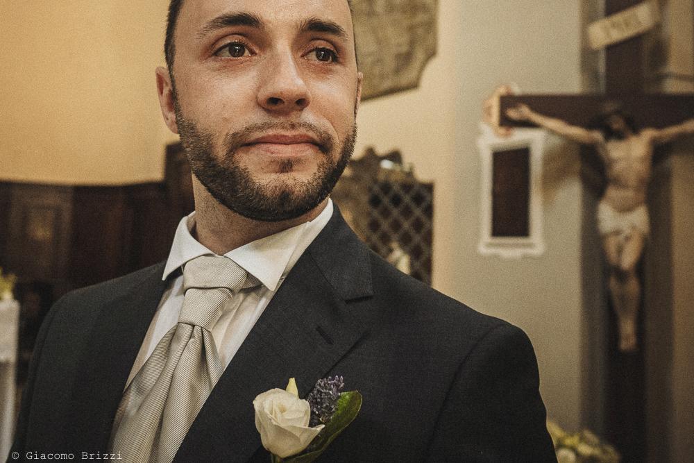 Lo sposo attende la futura moglie fotografo matrimonio Castello di Paderna a Pontenure