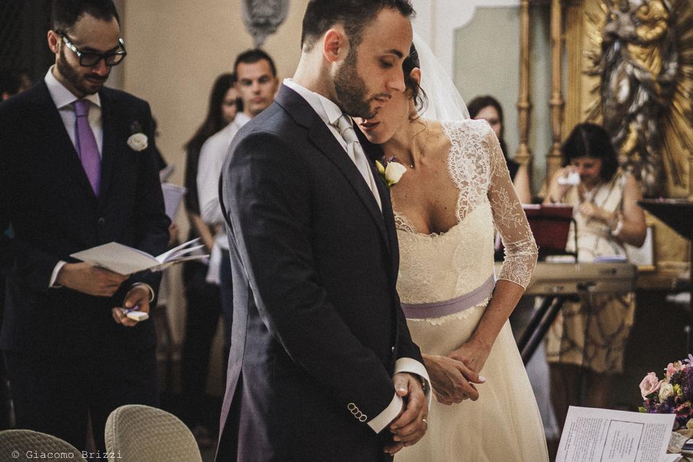 Gli sposi sono all'altare matrimonio Castello di Paderna a Pontenure