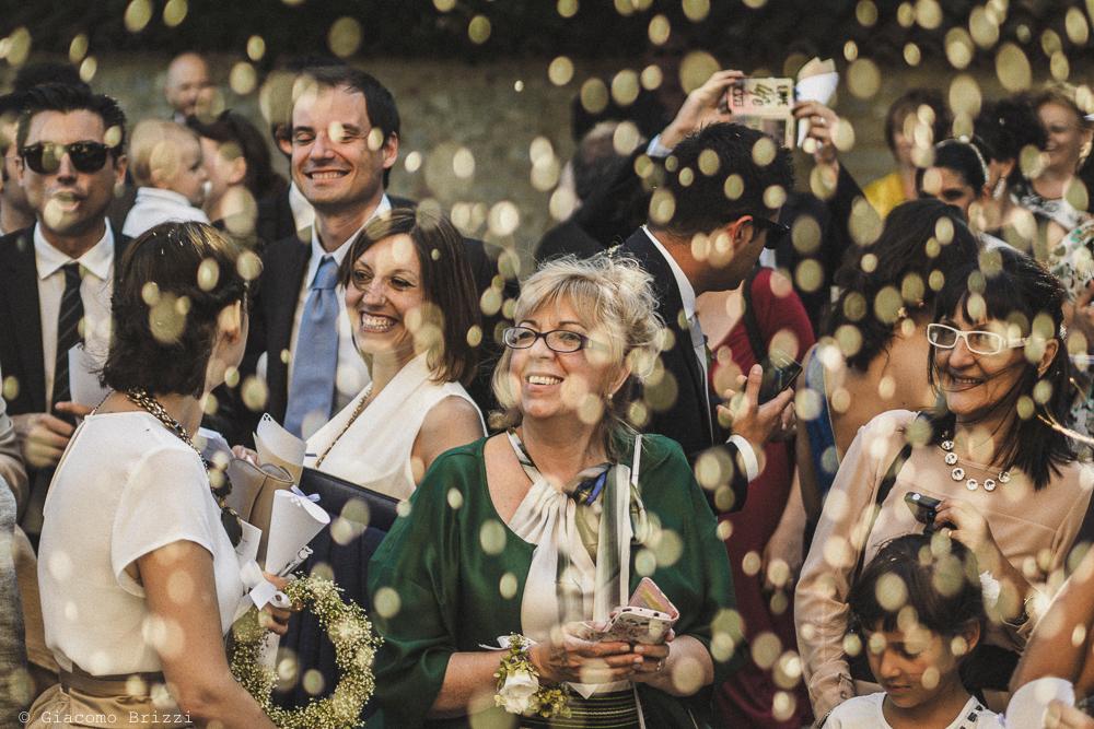Foto suggestiva sugli invitati matrimonio Castello di Paderna a Pontenure