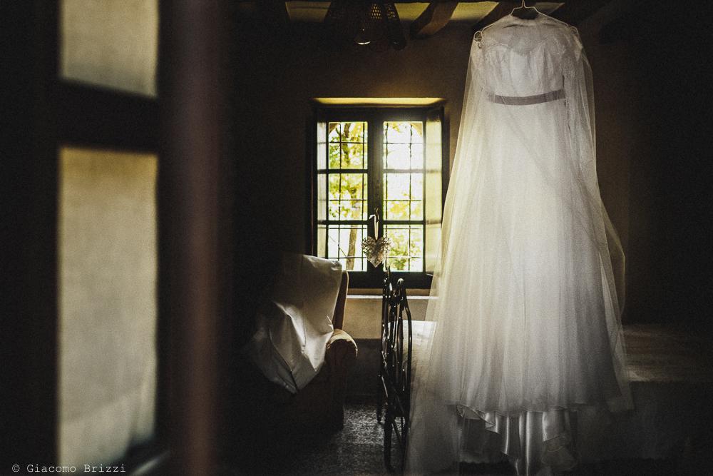 L'abito della sposa fotografo matrimonio Castello di Paderna a Pontenure