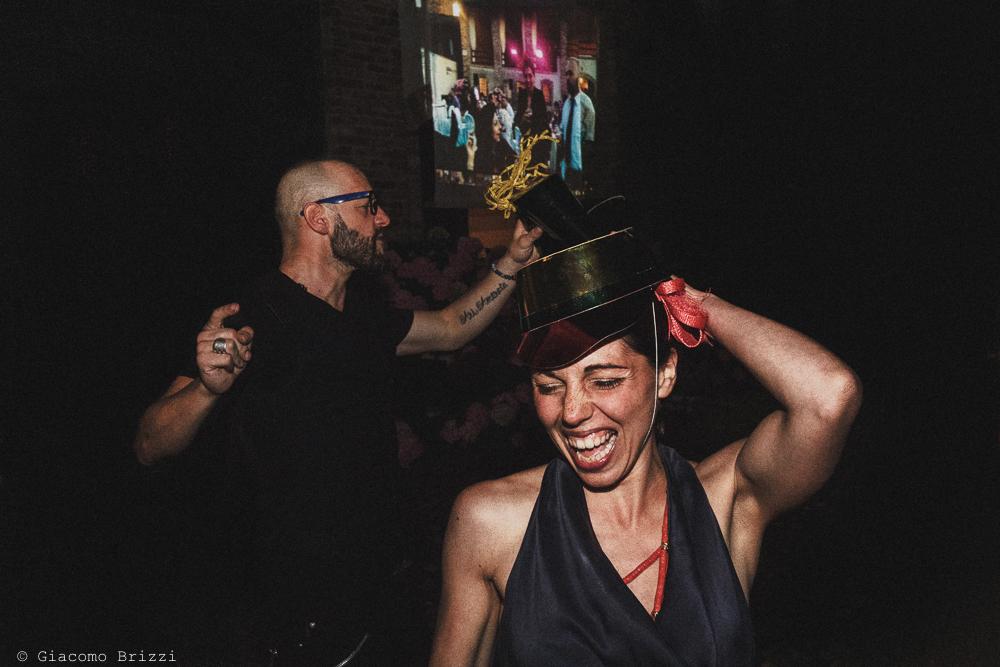 Balli degli invitati al ricevimento matrimonio Castello di Paderna a Pontenure