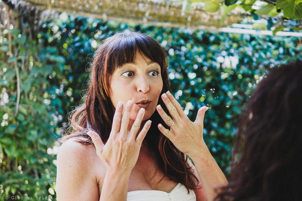 Foto che immortala lo stupore sul viso della sposa, fotografo matrimonio Sarzana, Liguria
