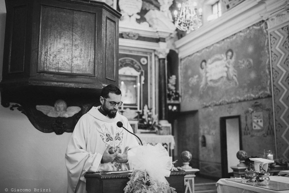 Un momento dell'omelia matrimonio massa carrara
