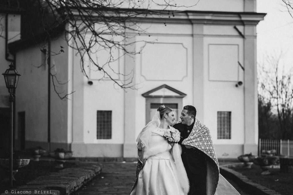 Gli sposi in inquadratura esterna matrimonio massa carrara
