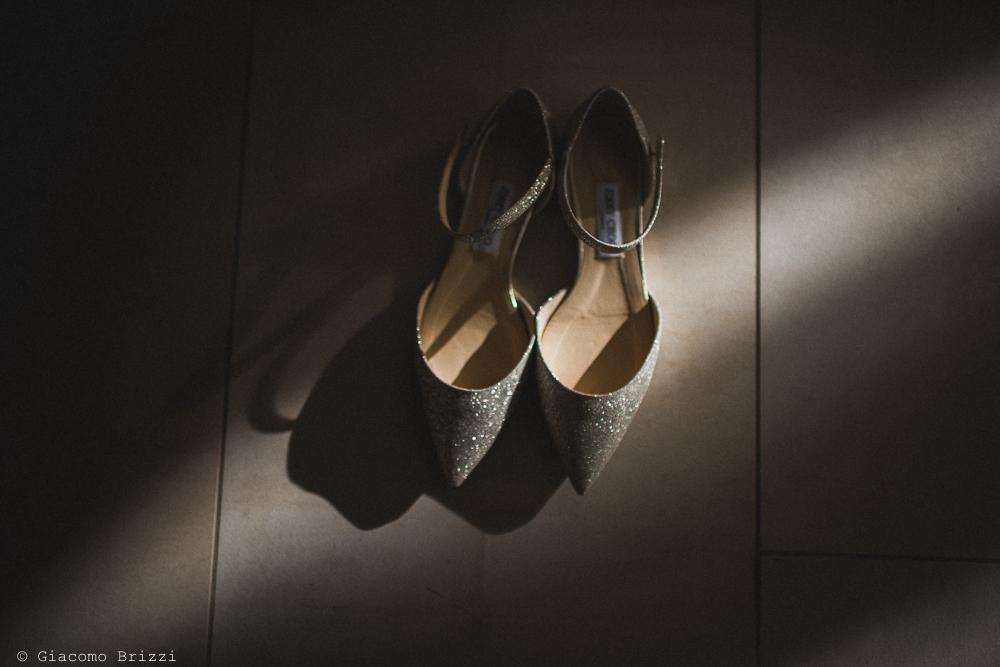 Dettaglio sulle scarpe della sposa matrimonio massa carrara