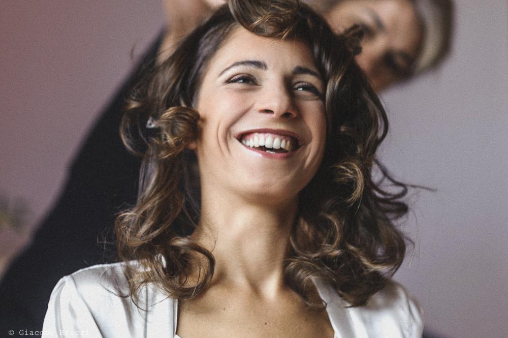 Primo piano sulla sposa sorridente, fotografo matrimonio pietrasanta versilia