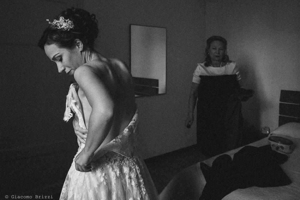 Foto di dettaglio della sposa, fotografo ricevimento matrimonio a pisa, palazzo dei dodici