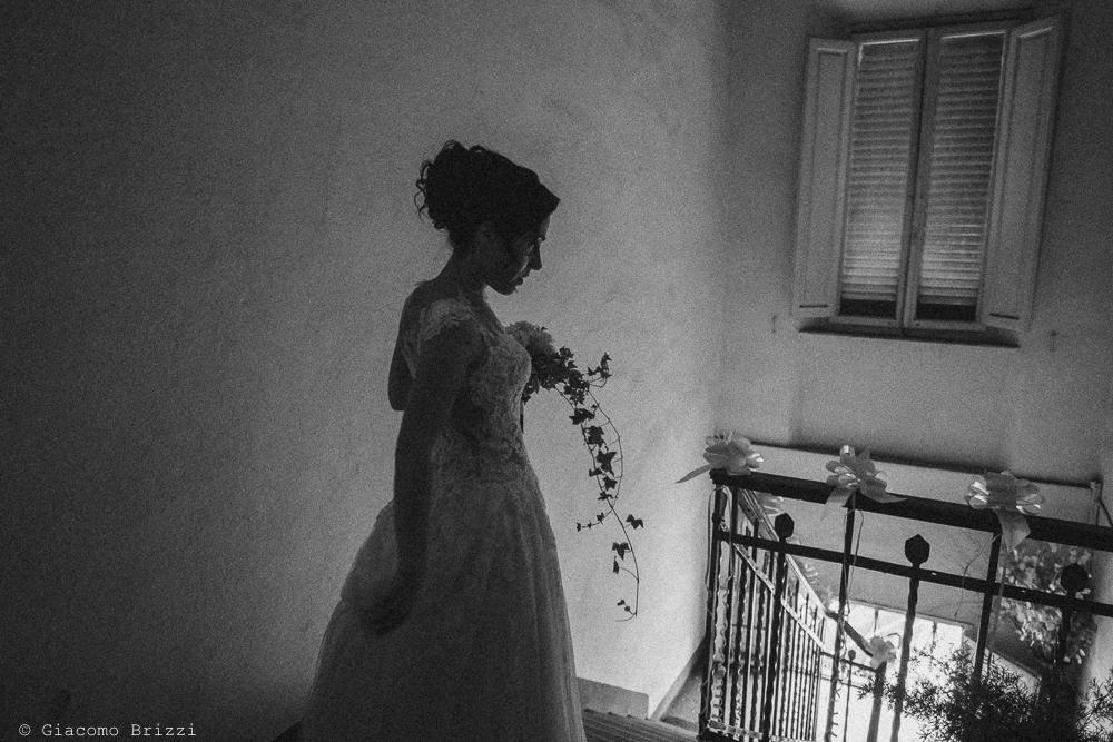 Foto artistica in controluce della sposa, fotografo ricevimento matrimonio a pisa, palazzo dei dodici