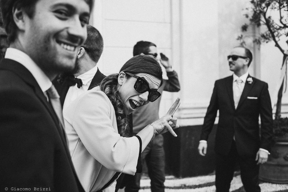 Foto primo piano a due invitati in attesa, fotografo matrimonio rapallo, liguria