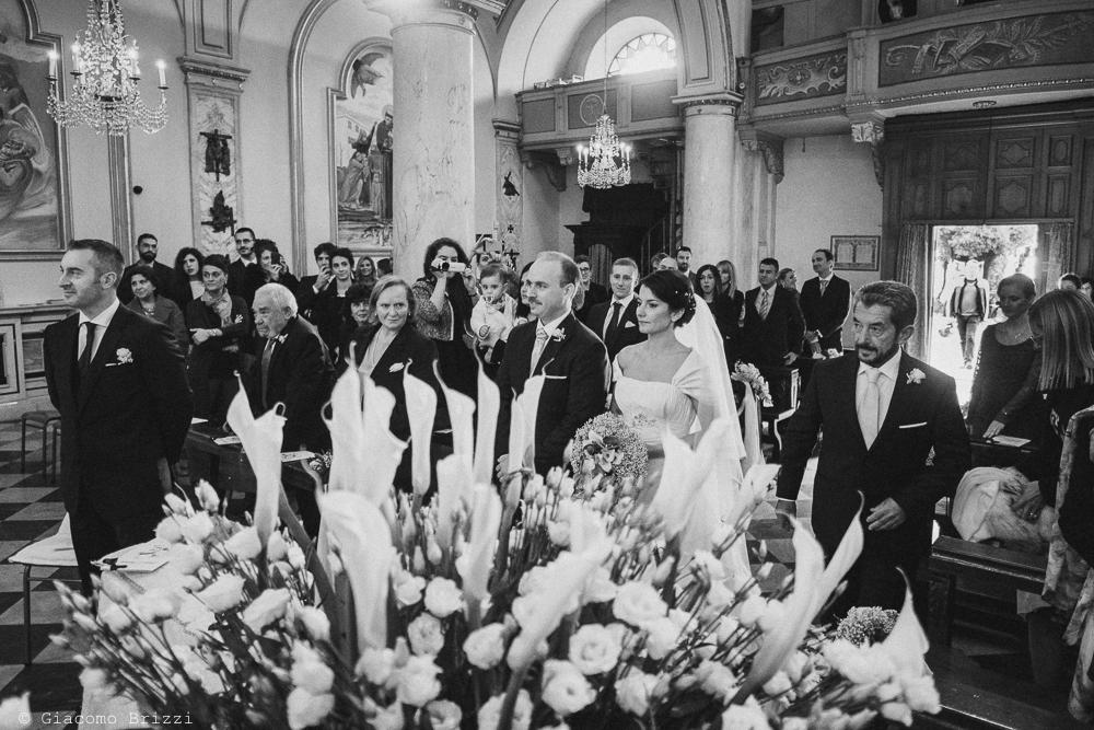 I due sposi sull'altare durante la cerimonia religiosa, fotografo matrimonio rapallo, liguria