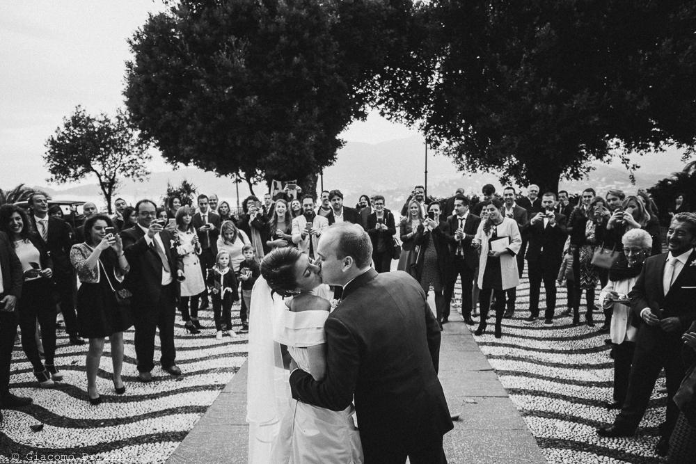 Gli sposi si baciano, fotografo matrimonio rapallo, liguria