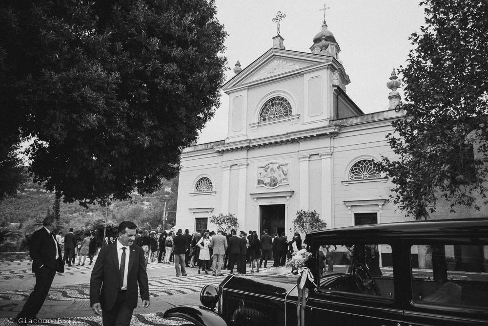 Foto totale degli invitati sul sagrato, fotografo matrimonio rapallo, liguria