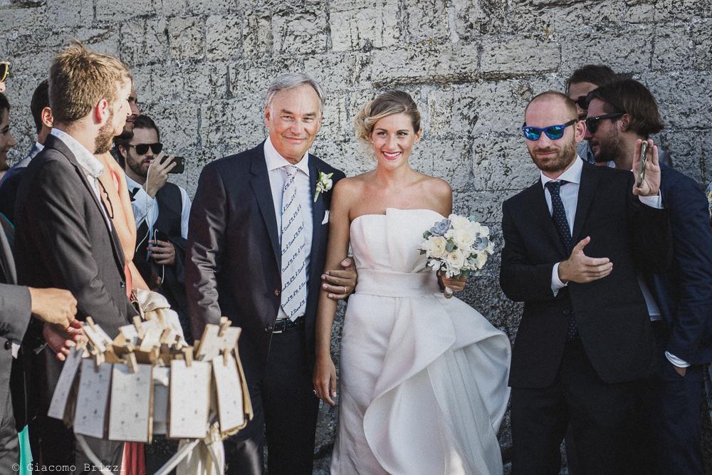 La sposa ha raggiunto la cerimonia, fotografo matrimonio ricevimento castello di lerici