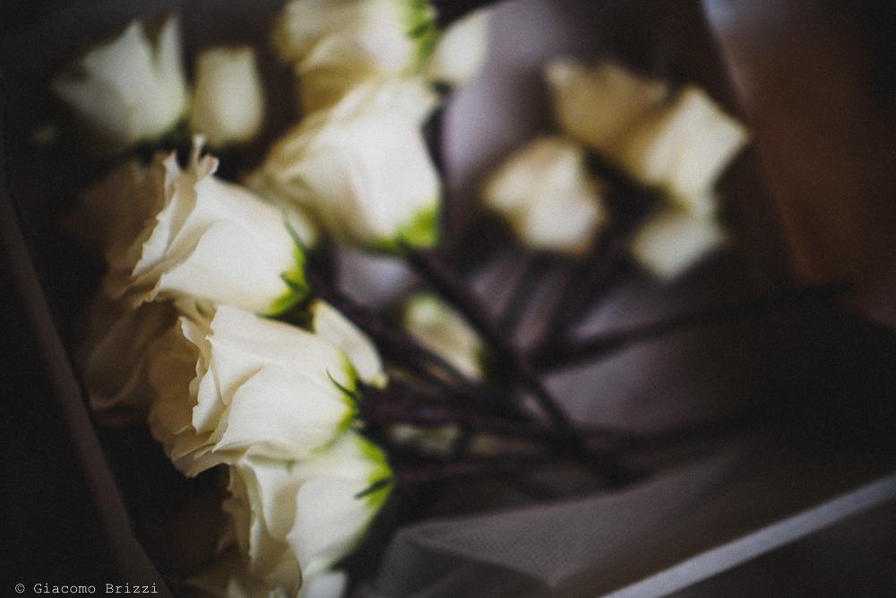 Una foto di dettaglio sui fiori, fotografo matrimonio ricevimento castello di lerici