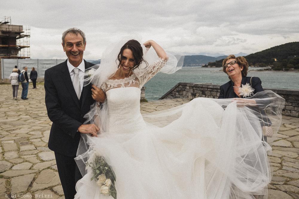 La sposa verso la chiesa, fotografo matrimonio ricevimento hotel europa, lerici