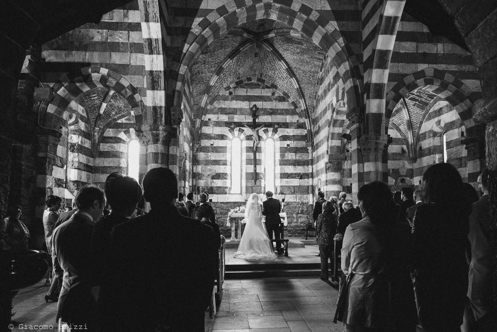 Gli sposi sono sull'altare, fotografo matrimonio ricevimento hotel europa, lerici