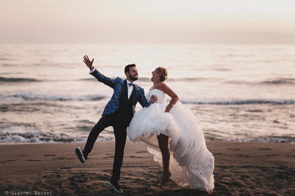 Foto scenica degli sposi matrimonio viareggio la costa dei barbari