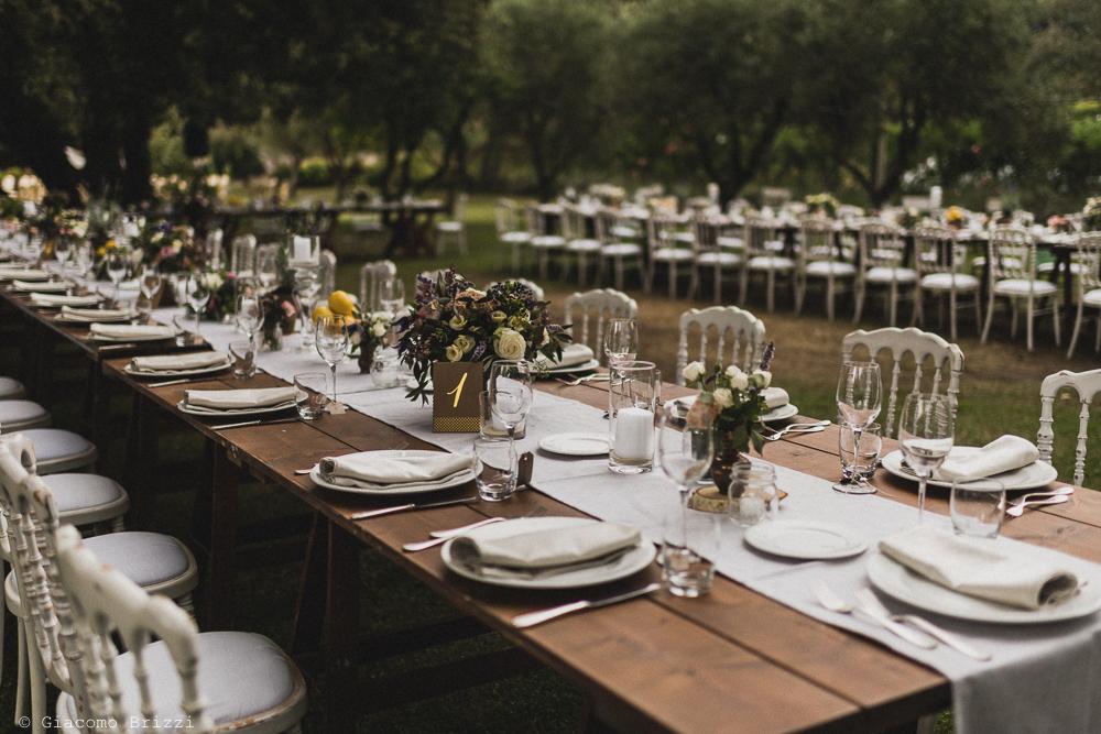 Inquadratura sulla tavolata, fotografo matrimonio ricevimento la ginestra, finale ligure
