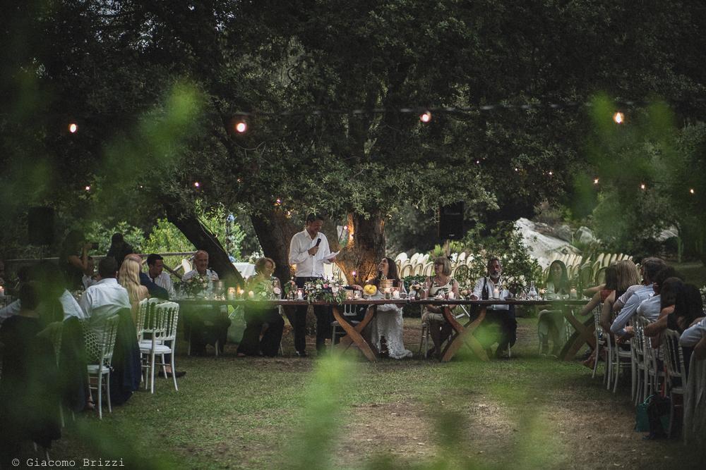 Inquadratura totale sui tavoli del ricevimento, fotografo matrimonio ricevimento la ginestra, finale ligure