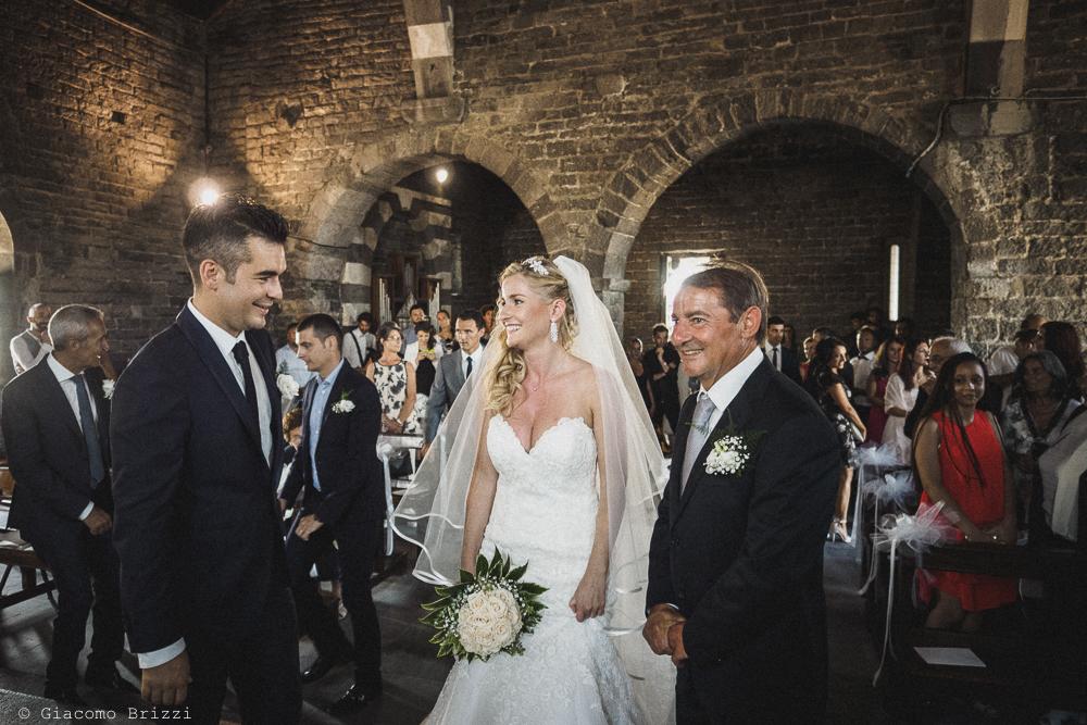 La sposa ha raggiunto lo sposo in chiesa, fotografo matrimonio ricevimento le terrazze, portovenere
