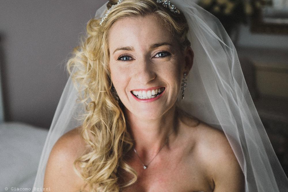Un primo piano sulla sposa, fotografo matrimonio ricevimento le terrazze, portovenere