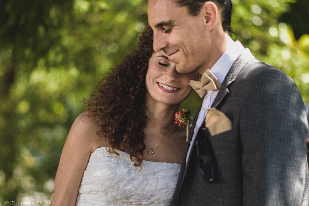 Foto romantica degli sposi, fotografo matrimonio ricevimento ponte del vegnuti, ceserano