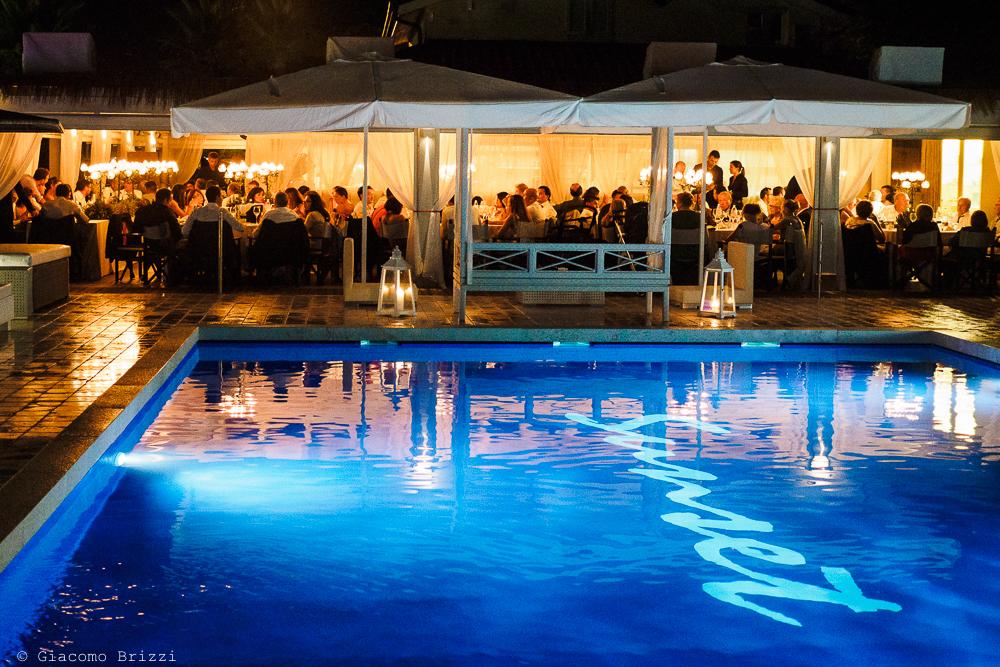 Una vista della location con piscina, fotografo matrimonio ricevimento Sunset, Forte dei Marmi