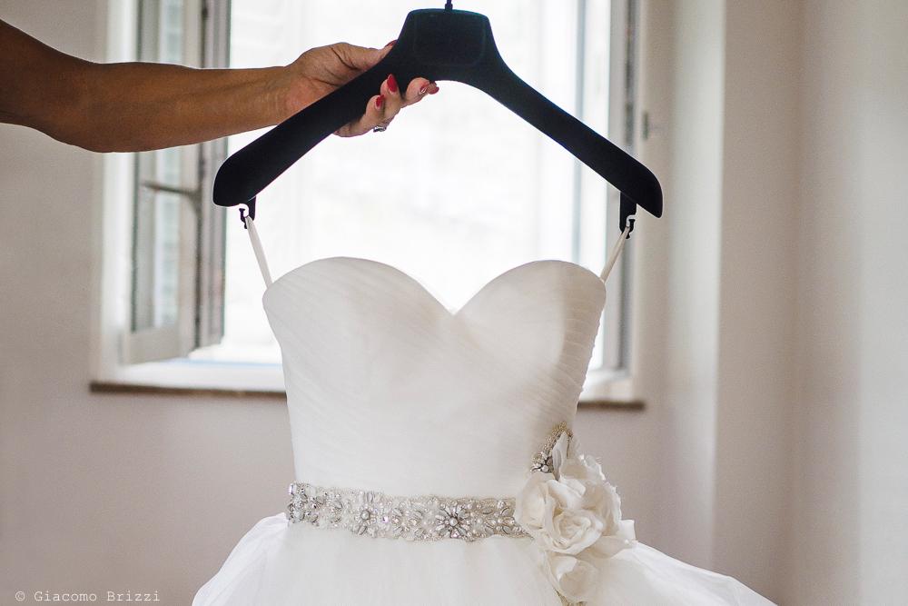 L'abito della sposa, fotografo matrimonio ricevimento Sunset, Forte dei Marmi