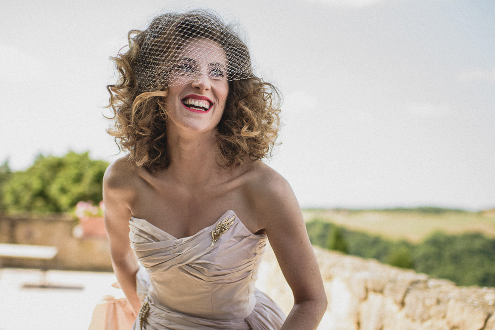 La sposa sorride matrimonio ricevimento terre di nano