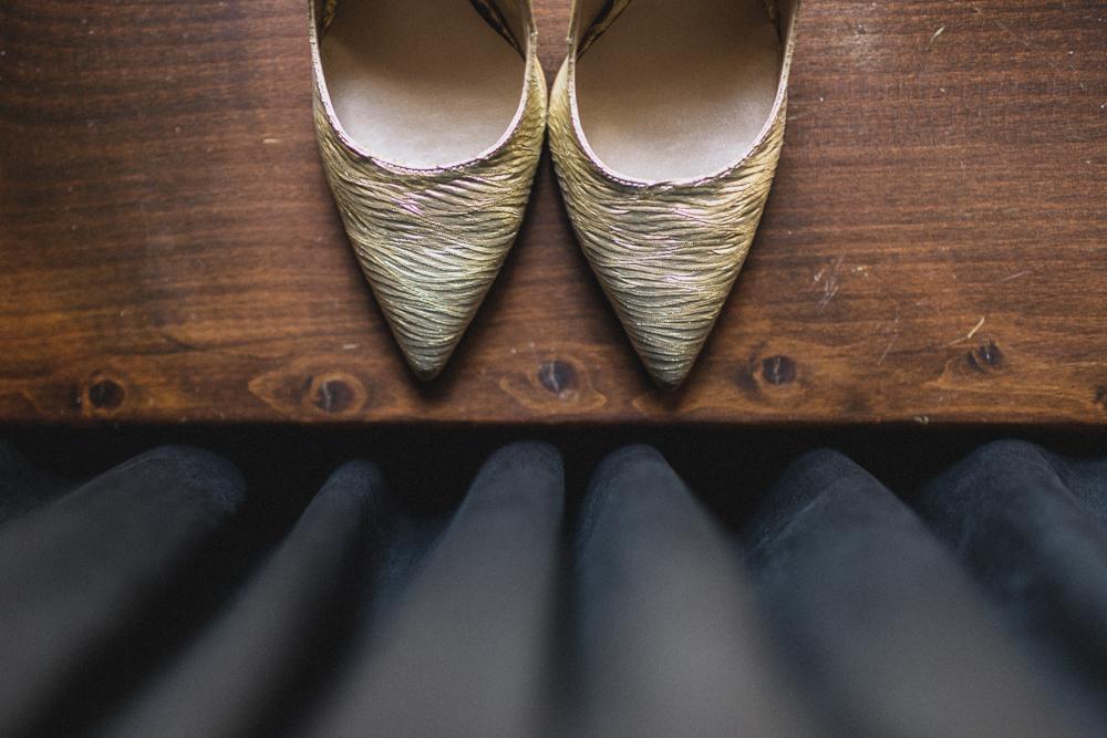 Dettaglio scarpe della sposa matrimonio ricevimento terre di nano