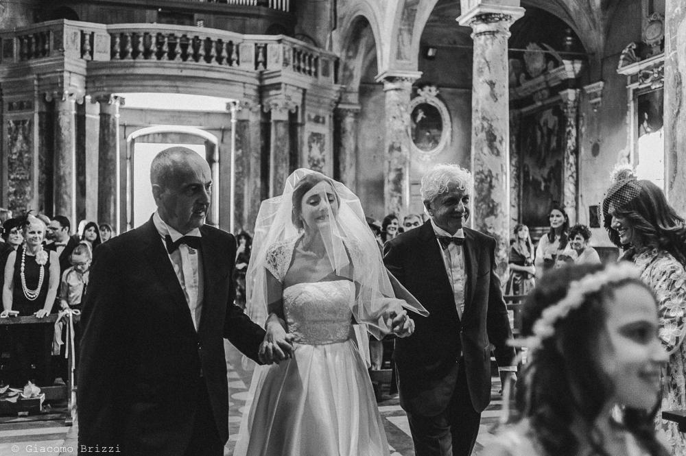 La sposa arriva all'altare, fotografo matrimonio ricevimento villa fanini, Lucca