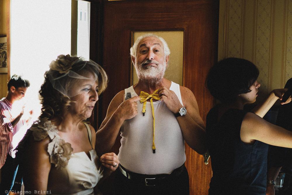 Dettaglio sugli invitati durante i preparativi, fotografo matrimonio ricevimento villa fanini, Lucca